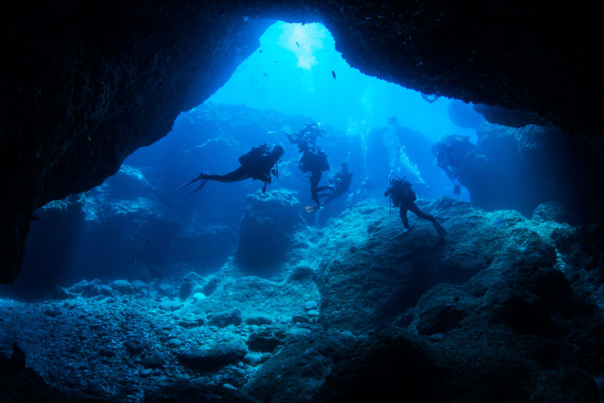 69447944 - cave diving