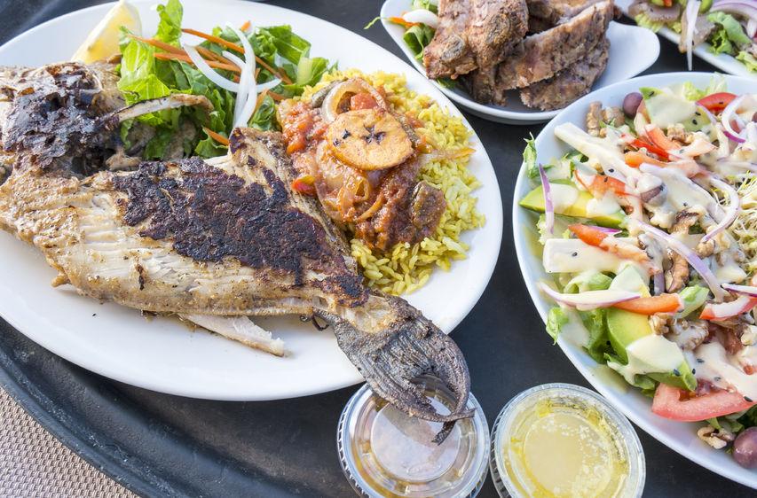 24801404 - trigger fish, ribs and salad