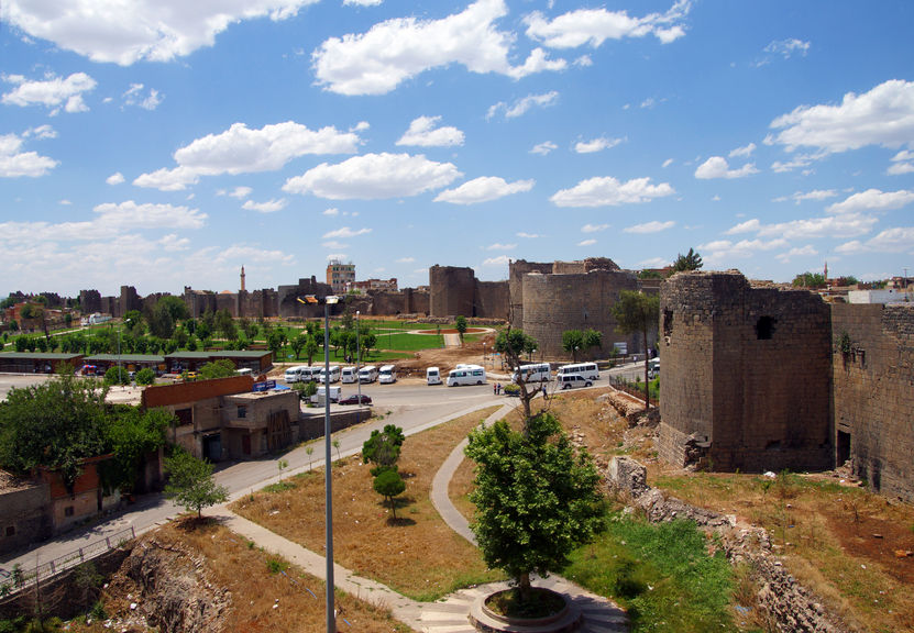 29707773 - medieval walls and towers, originally built in 4th century then restored in 11th century diyarbakir, turkey